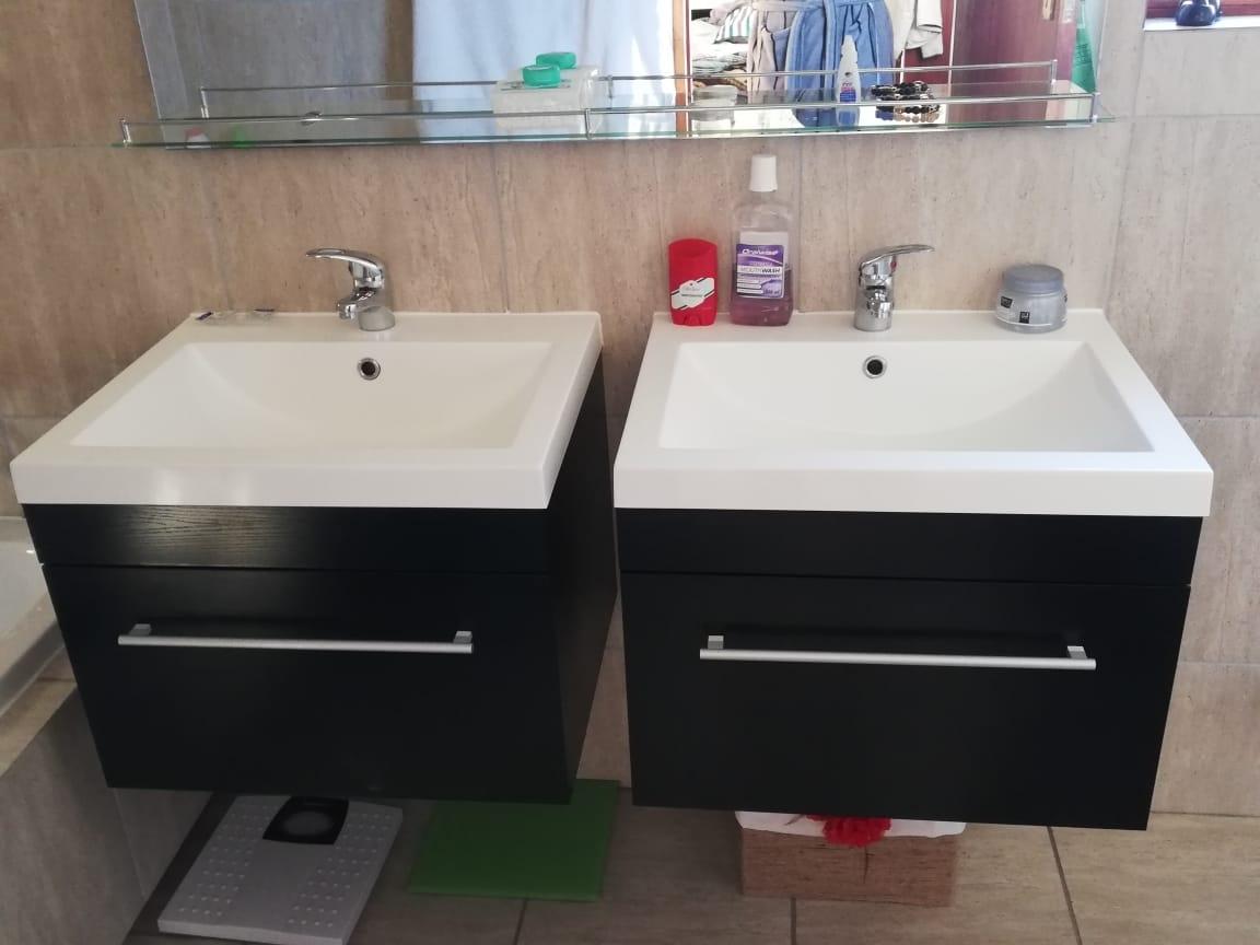 His and hers wash basins in en-suite bathroom