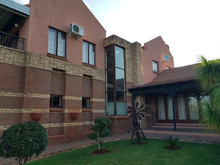 4 BedroomHouse For Sale In Buffelspoort