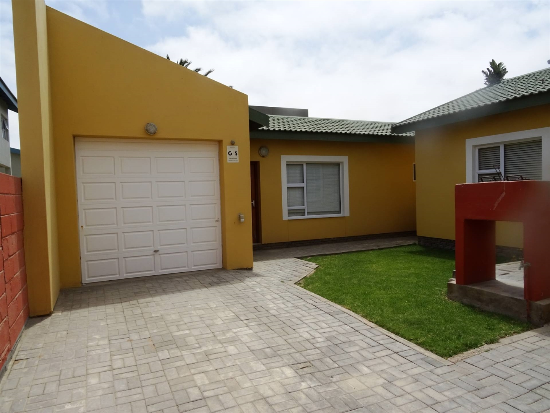 2 bedroom flat with garage