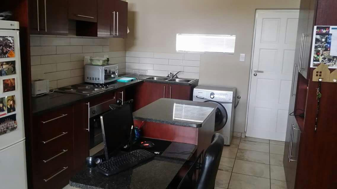 2 BedroomHouse For Sale In Waterfall East