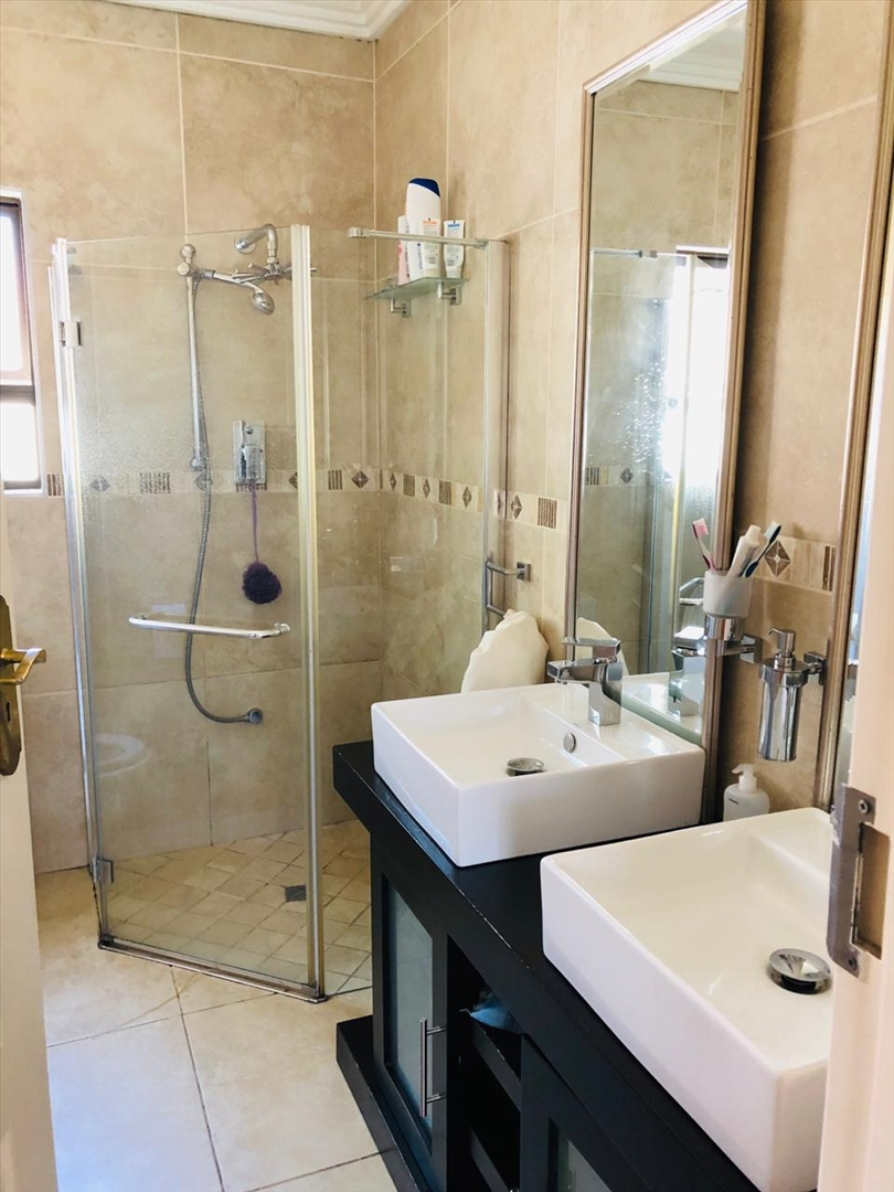 En-suite bathroom with his and her wash basins