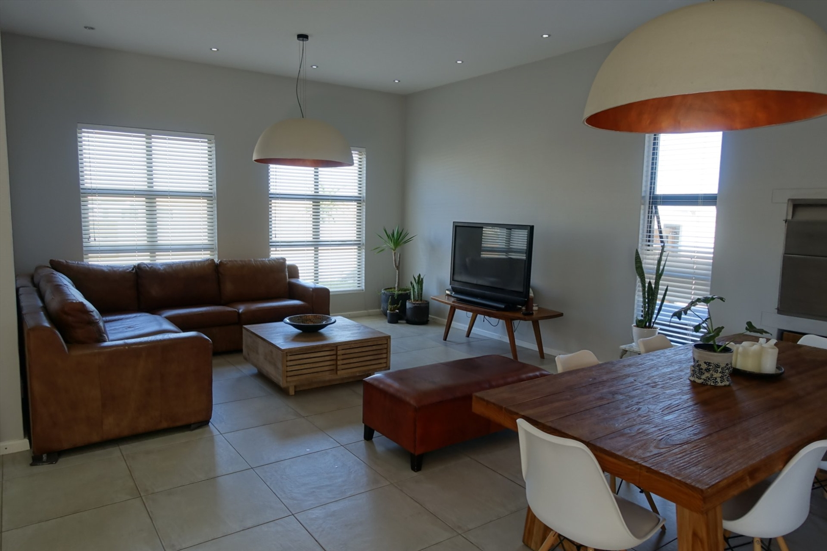 Living room/dining room area