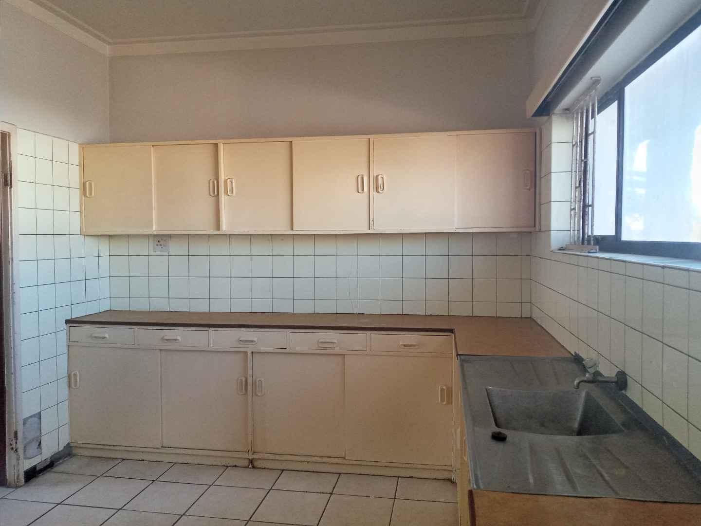 2 Bed flat kitchen