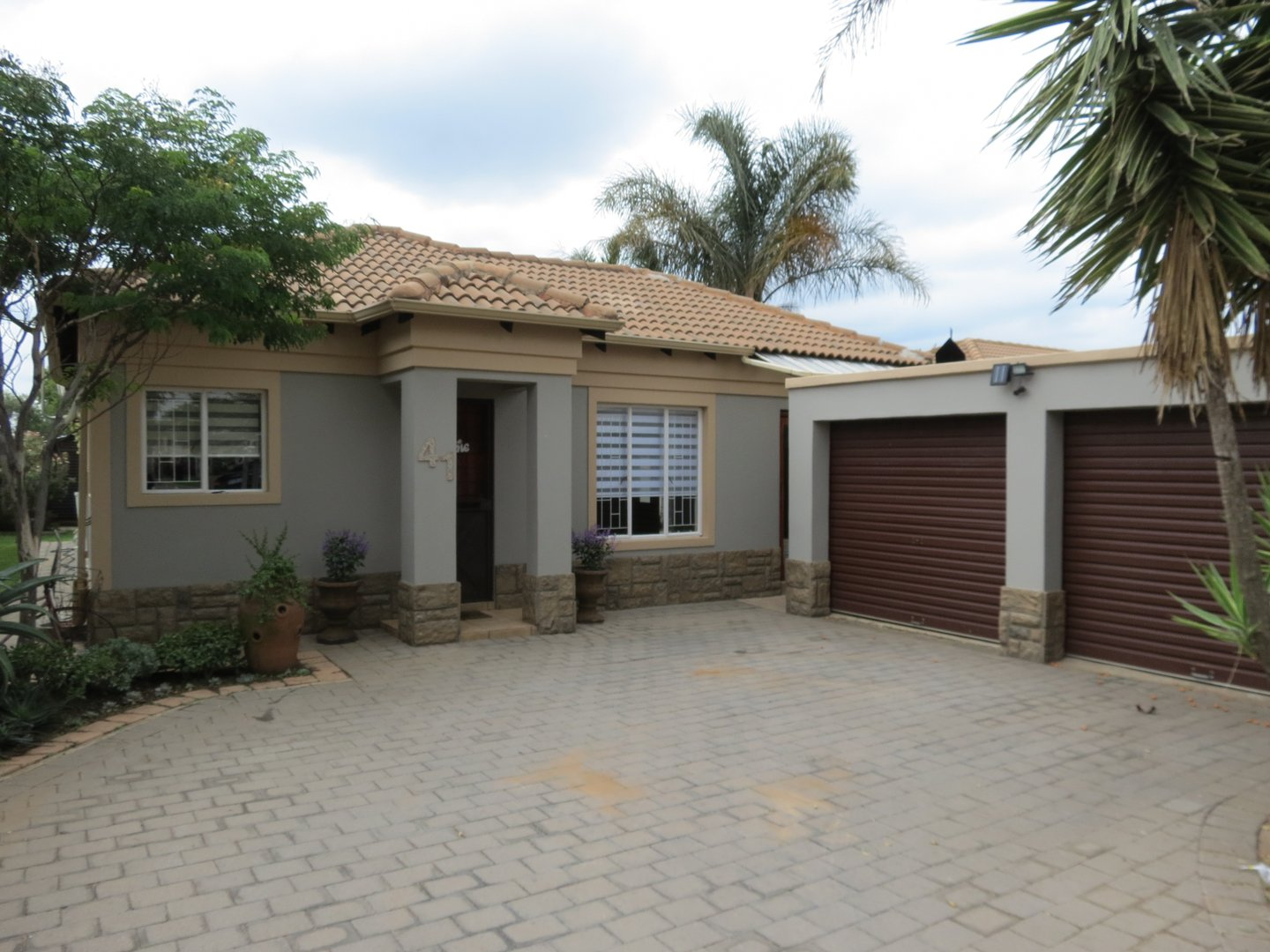 2 BedroomHouse For Sale In Clearwater Estate