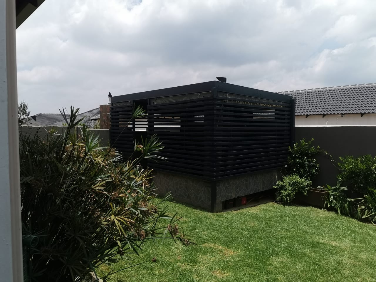 Covered braai and entertainment area