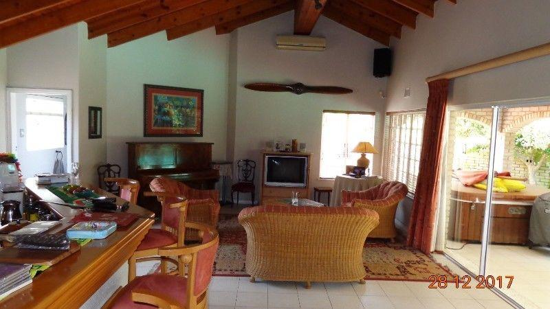 4 Bedroom House for sale in La Lucia 1801893 : photo#1