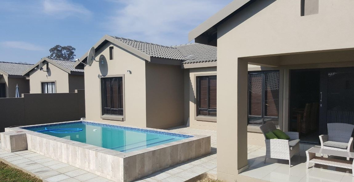 Cool 3 Bedroom House In Halfway Gardens Midrand For Sale For R 2 700 000 1846280 Home Interior And Landscaping Oversignezvosmurscom