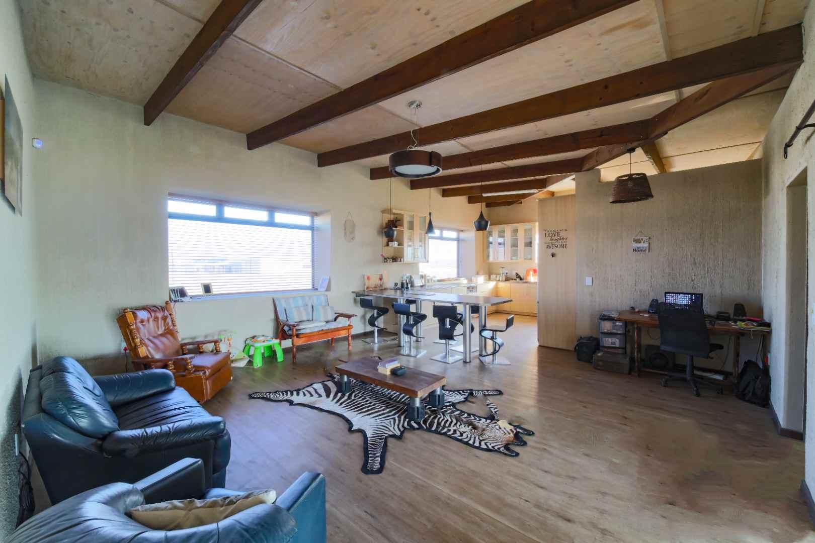Lounge with study corner & kitchen
