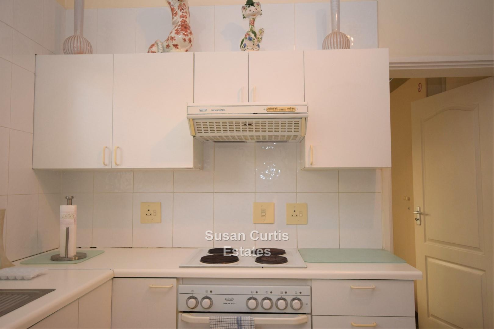 Kitchen with build in stove & oven