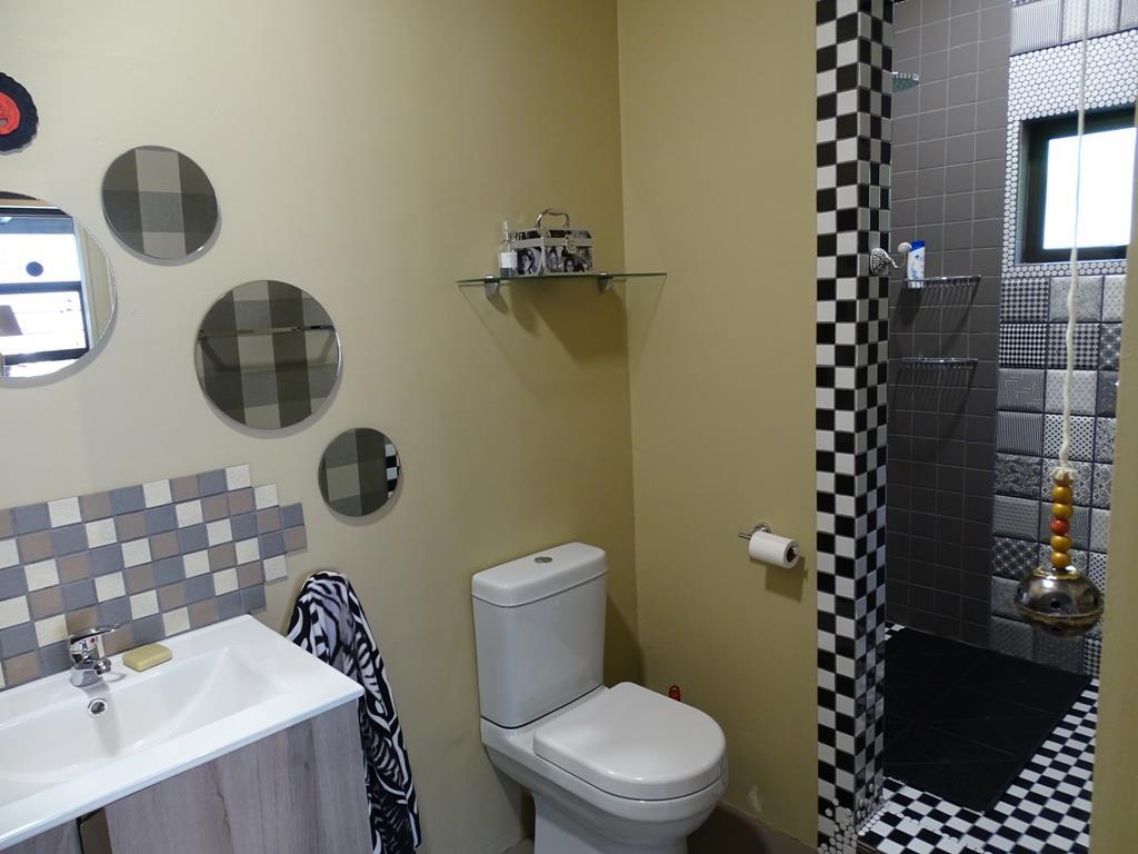 Suite 2 - bathroom