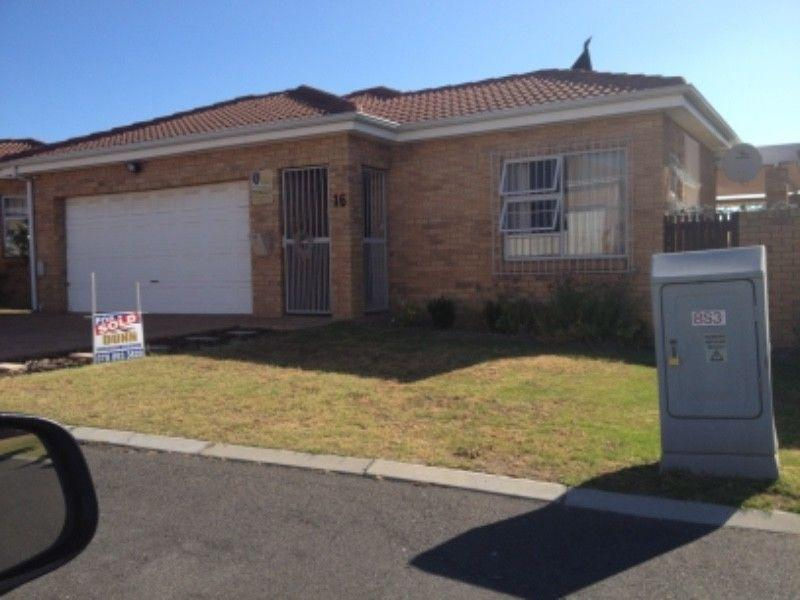 3 BedroomHouse To Rent In The Crest