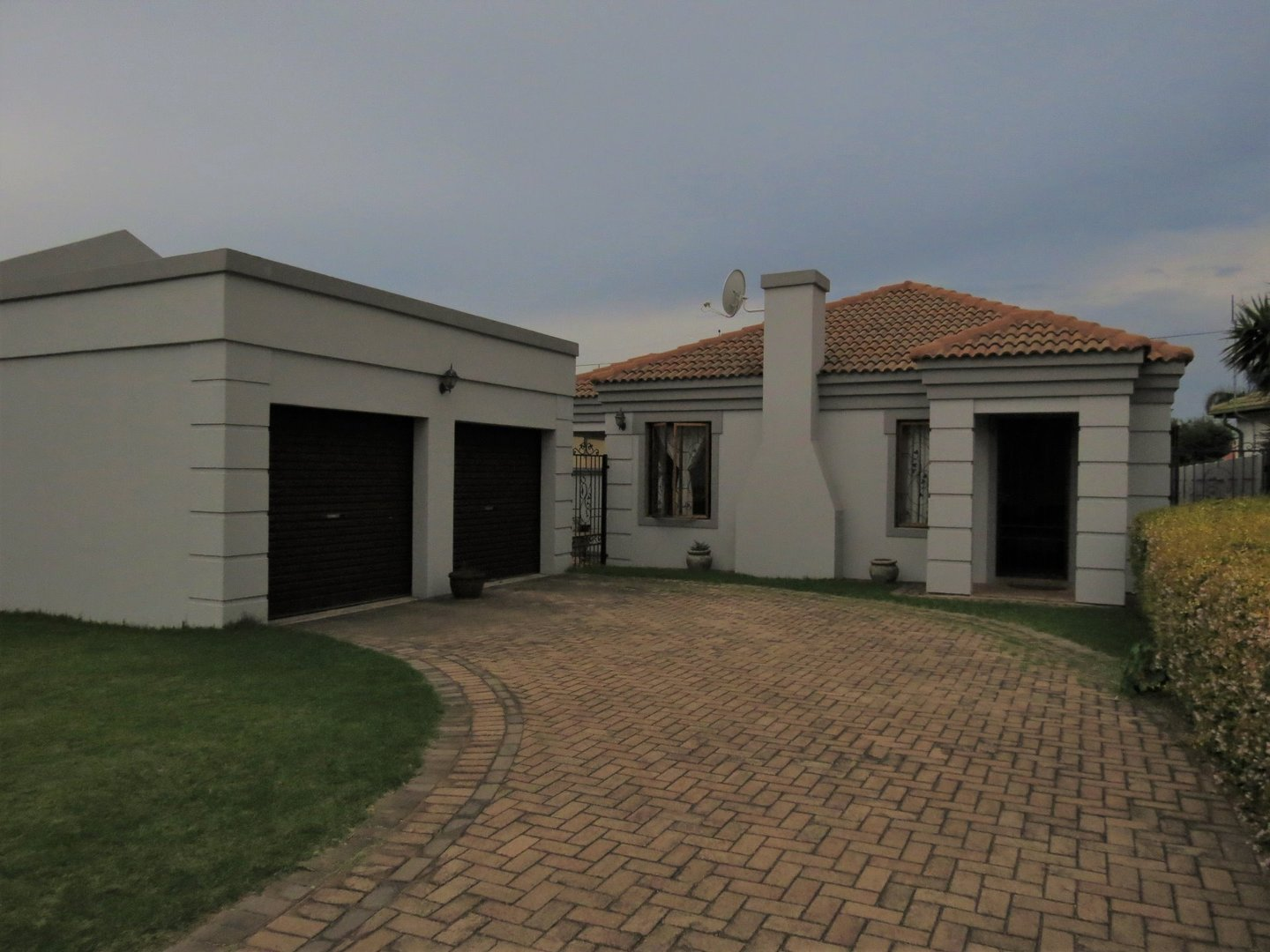 3 BedroomHouse For Sale In Clearwater Estate