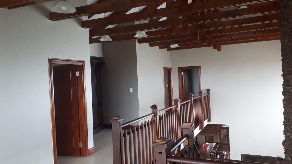 House For Sale in Pinnacle Point Golf Estate