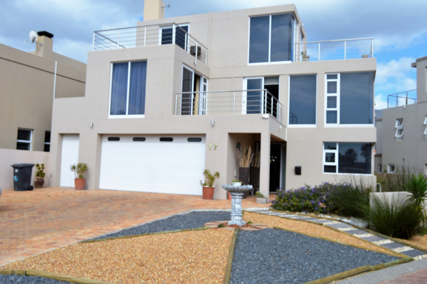 4 BedroomHouse To Rent In Harbour Island