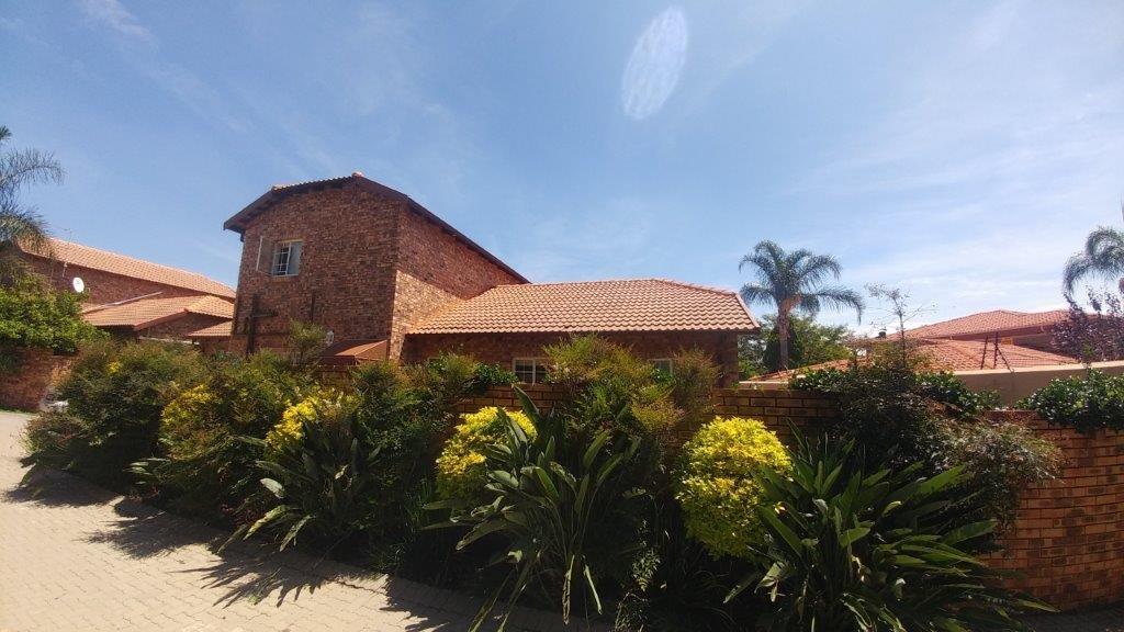 2 BedroomTownhouse To Rent In Randpark Ridge