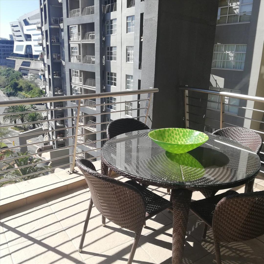 Sandhurst Apartments: 2 Bedroom Apartment In Sandhurst, Sandton For Sale For R