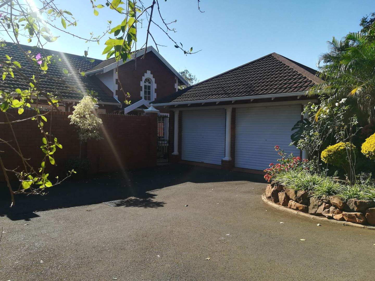 3 BedroomTownhouse To Rent In Kloof & Ext
