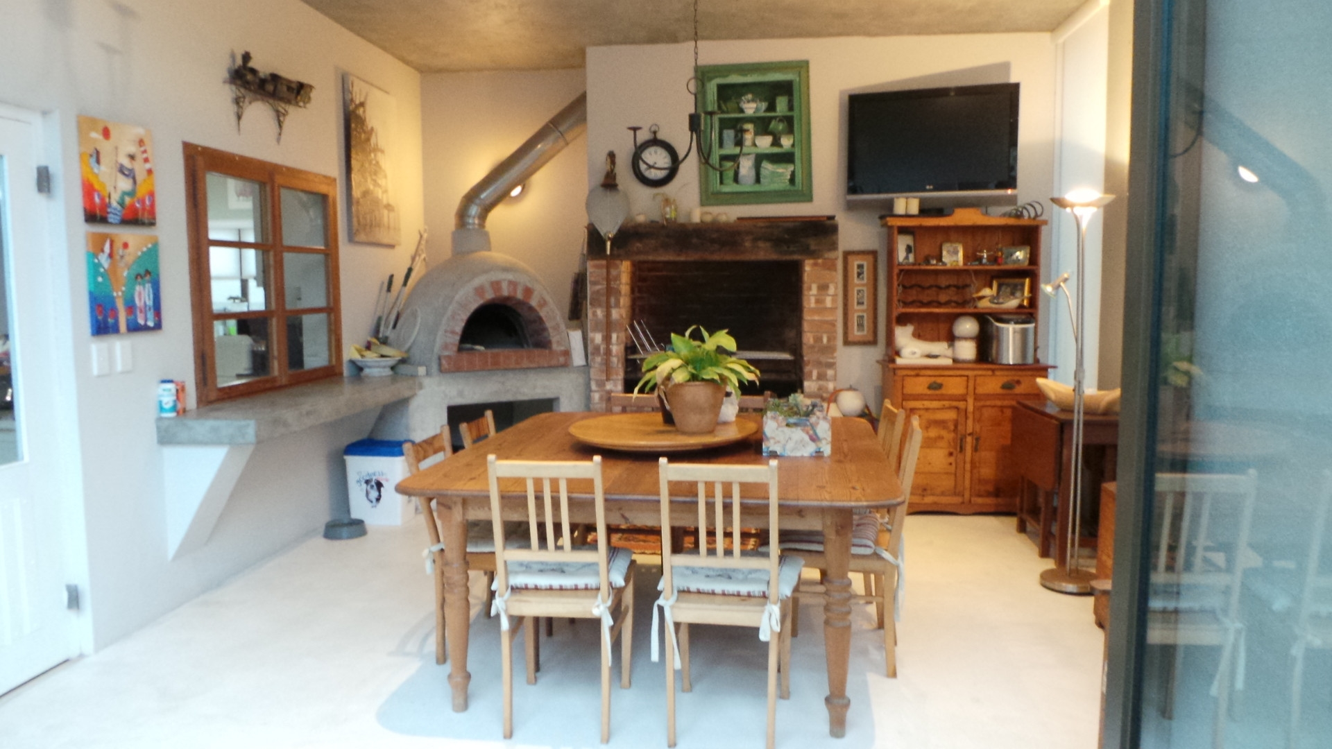 Entertainment area with ind.BBQ and Pizza Oven