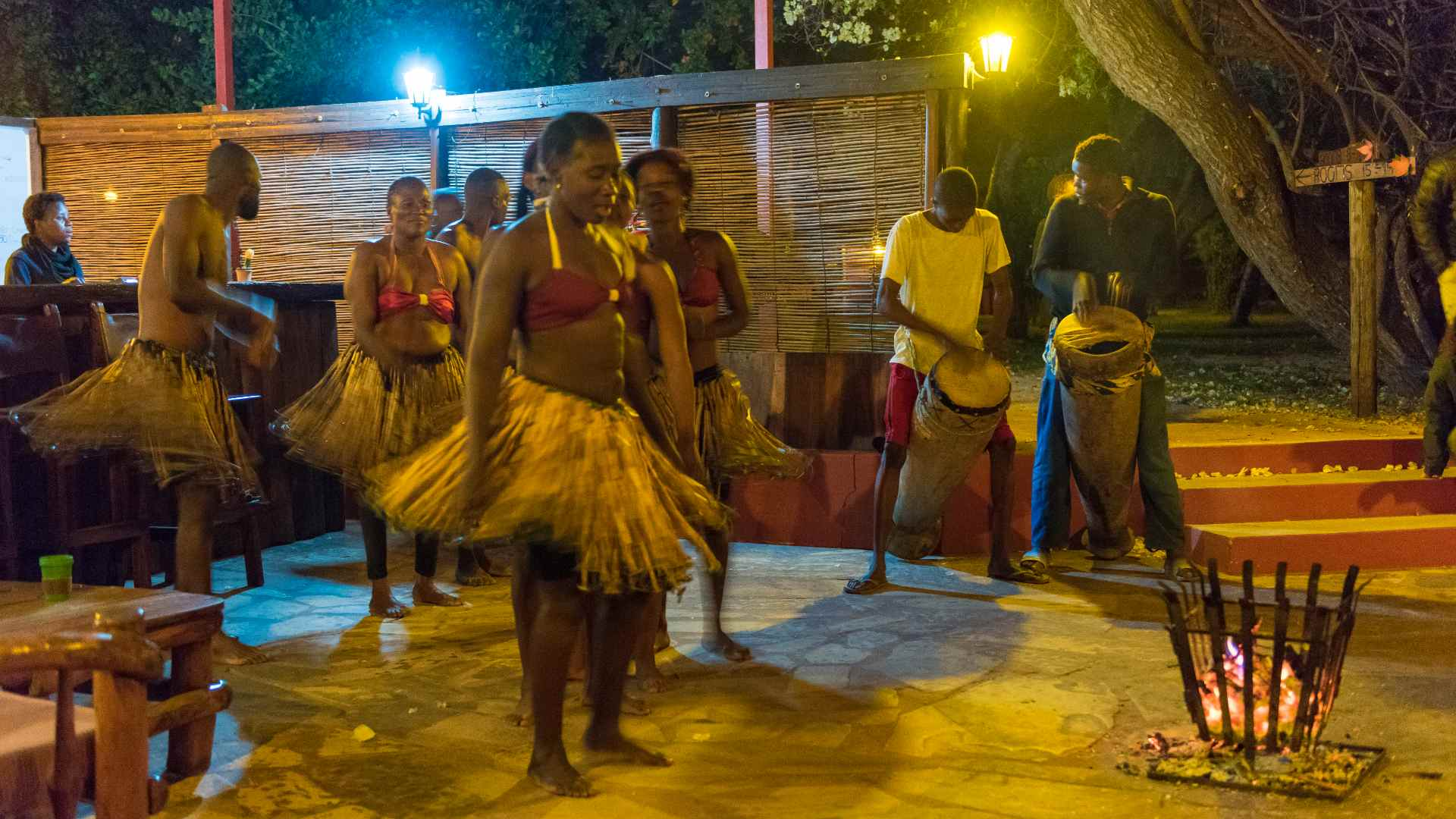 Guest can also enjoy traditional performances in the evenings.