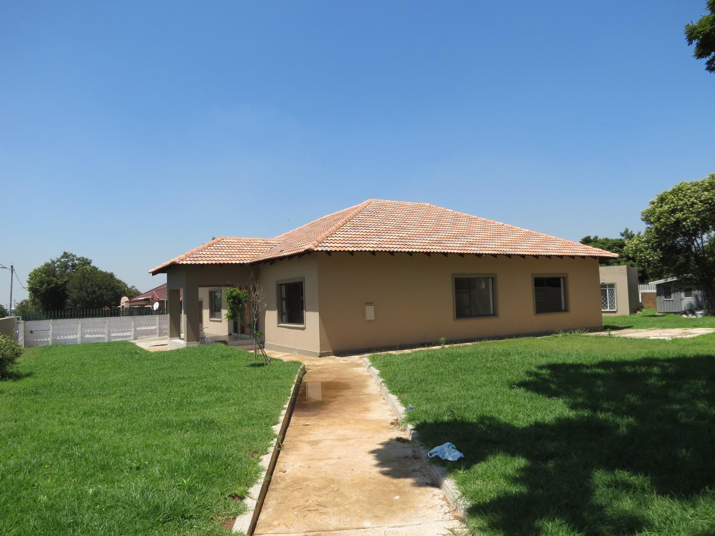 3 BedroomHouse To Rent In Airfield