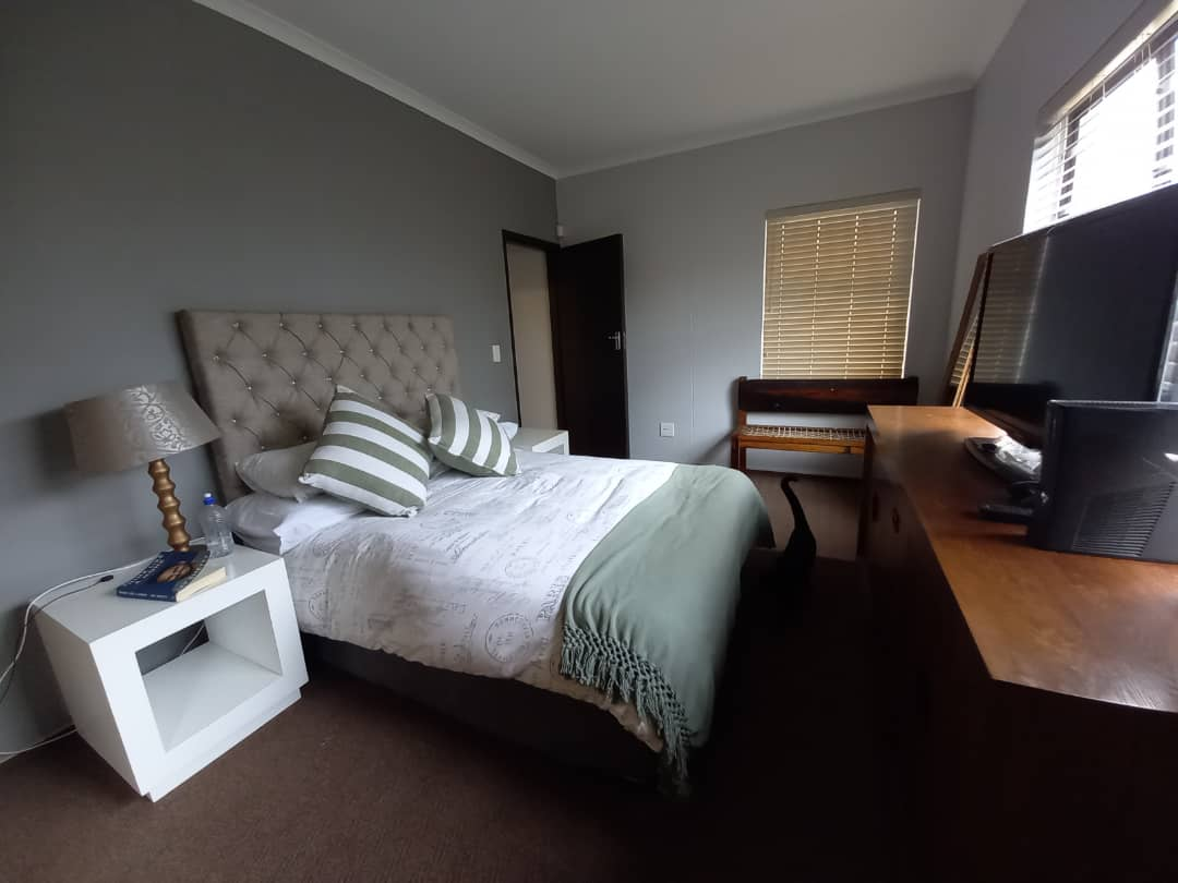2 spacious bedrooms in the flat