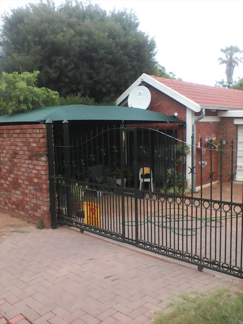 Main entrance with electronic gate