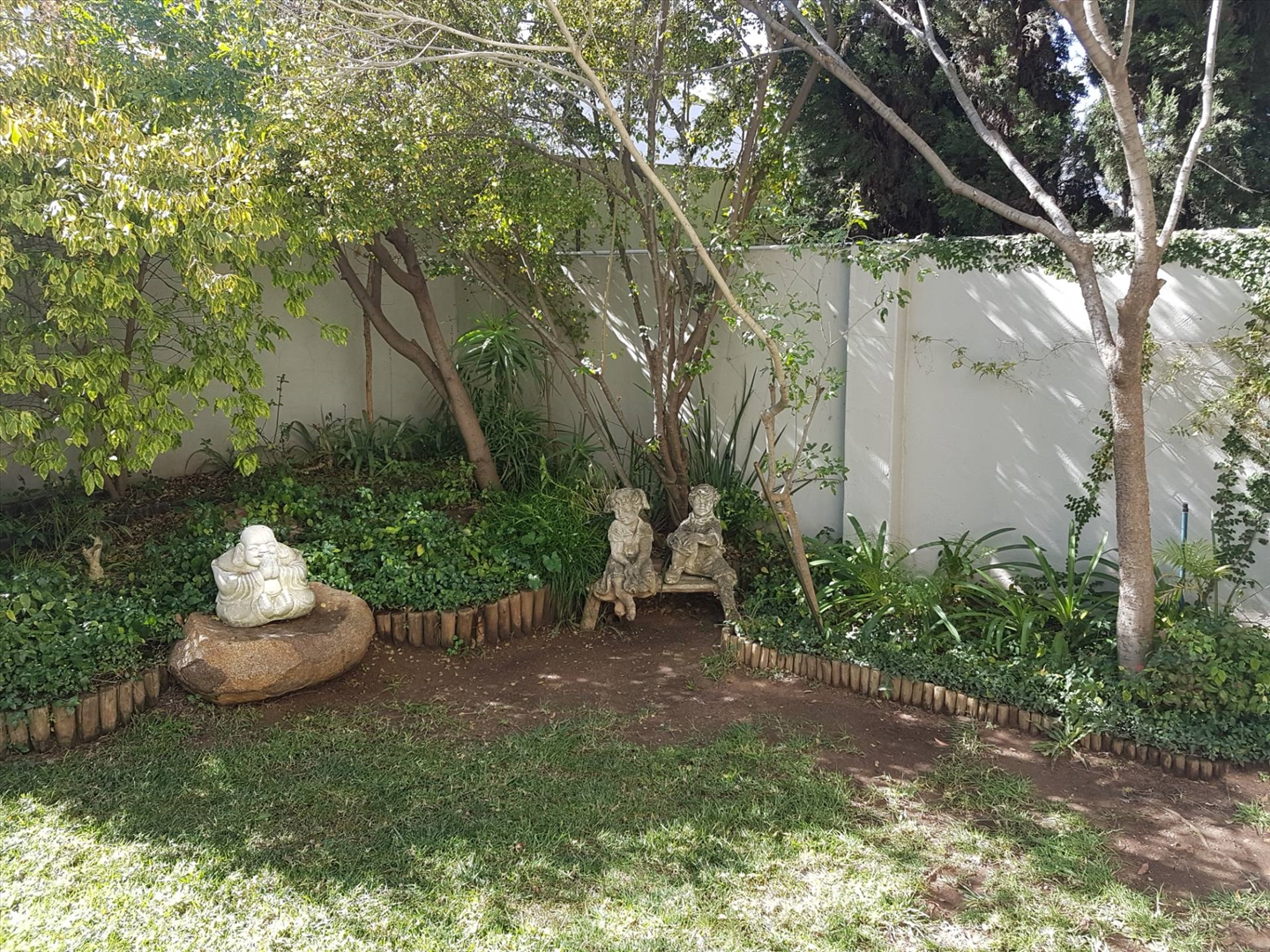 2 Bedroom Townhouse in Sandown, Sandton For Sale for R 1,375,000 #1858801