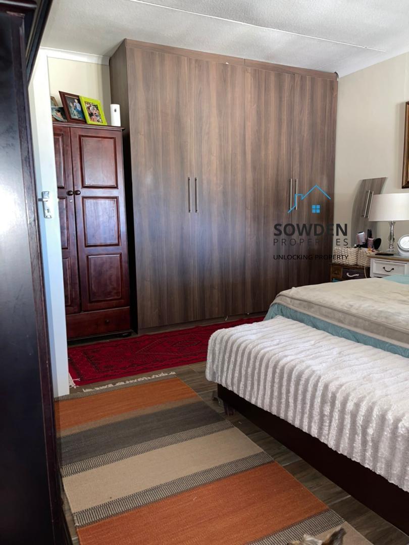 Guest dwelling bedroom
