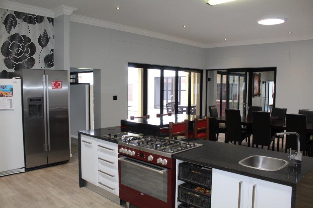 Open plan kitchen - dining room