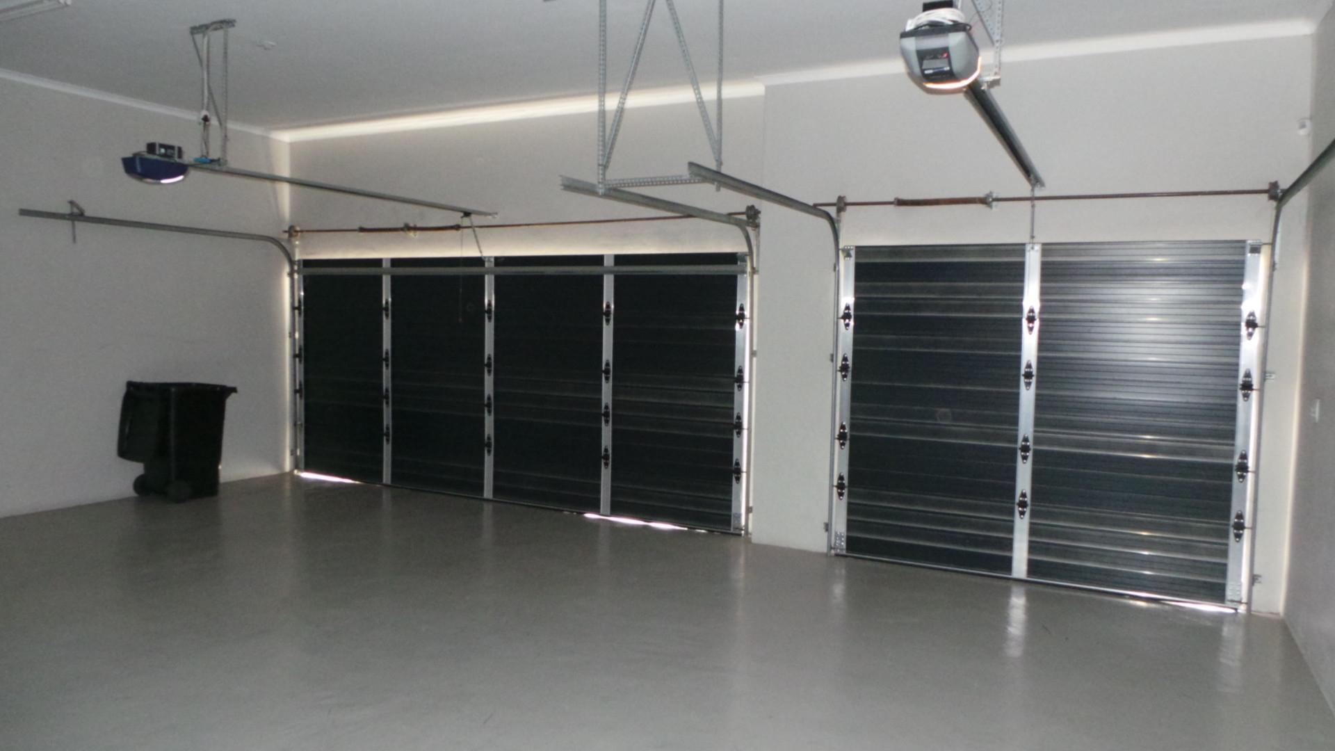 Garage fits 3 cars