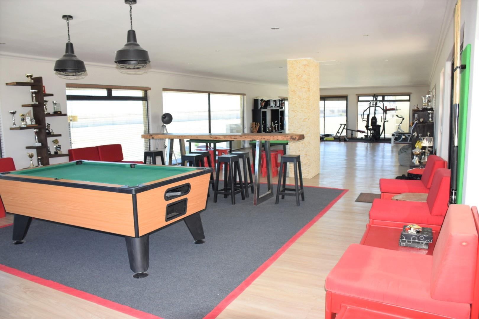 Entertainment room on first floor with view