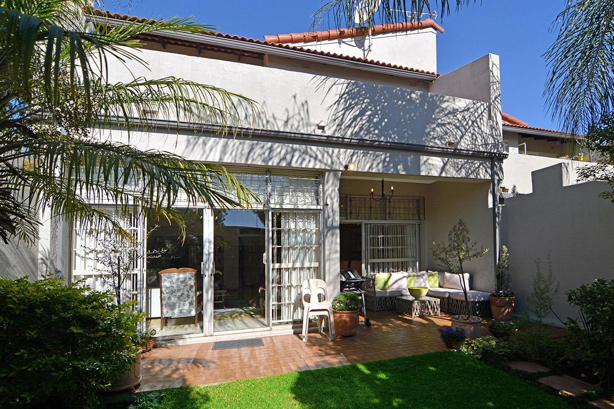 3 Bedroom Townhouse in Gallo Manor, Sandton For Sale for R 1,850,000  #1858447