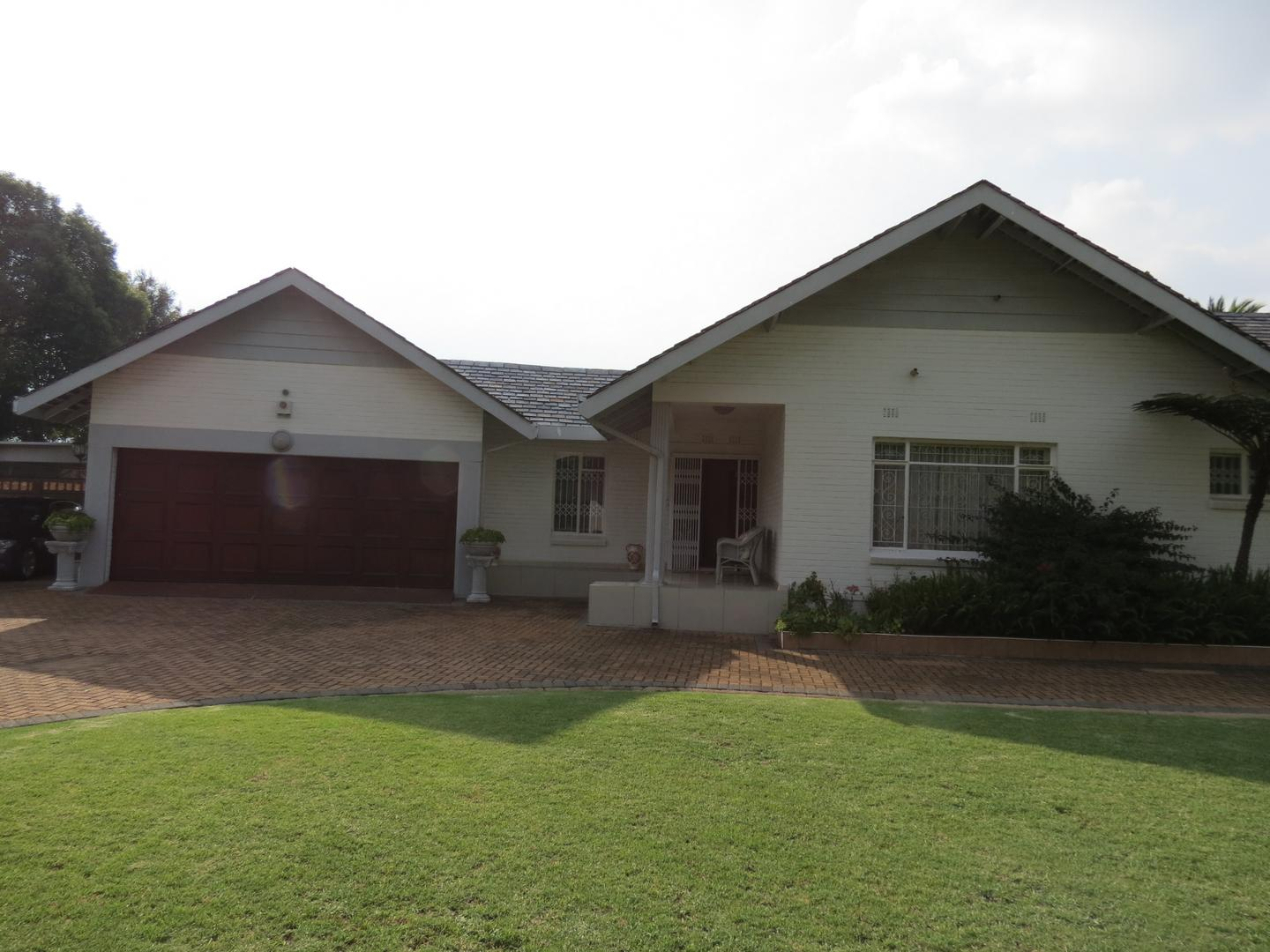 5 BedroomHouse To Rent In Lakefield