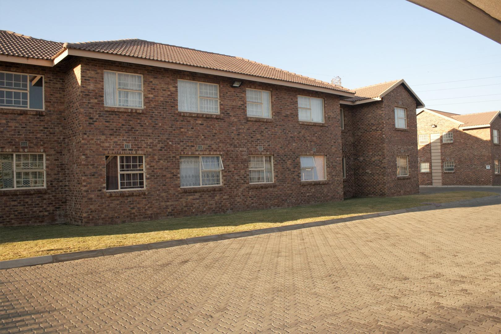 1 BedroomTownhouse To Rent In Crystal Park