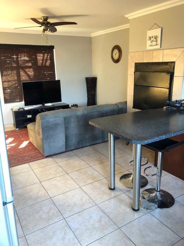 Open kitchen lounge