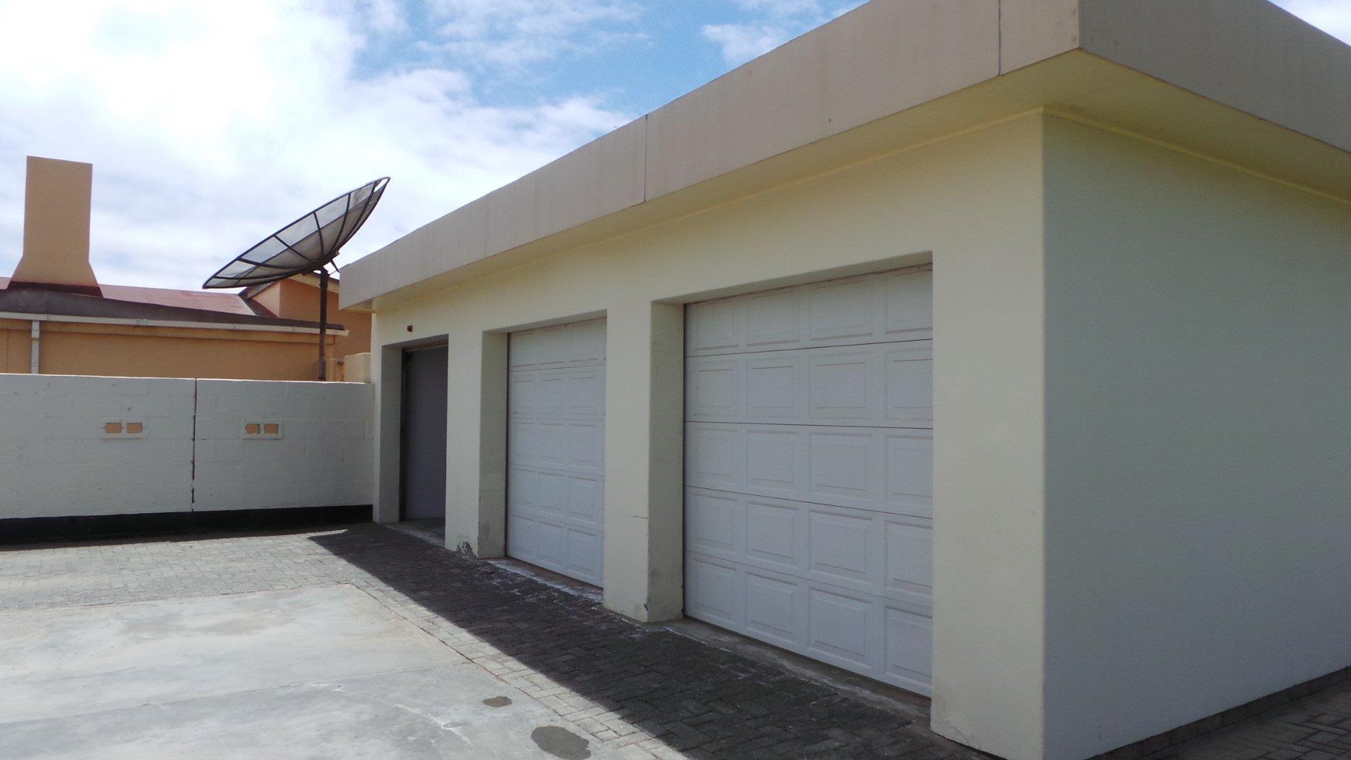 3 garages
