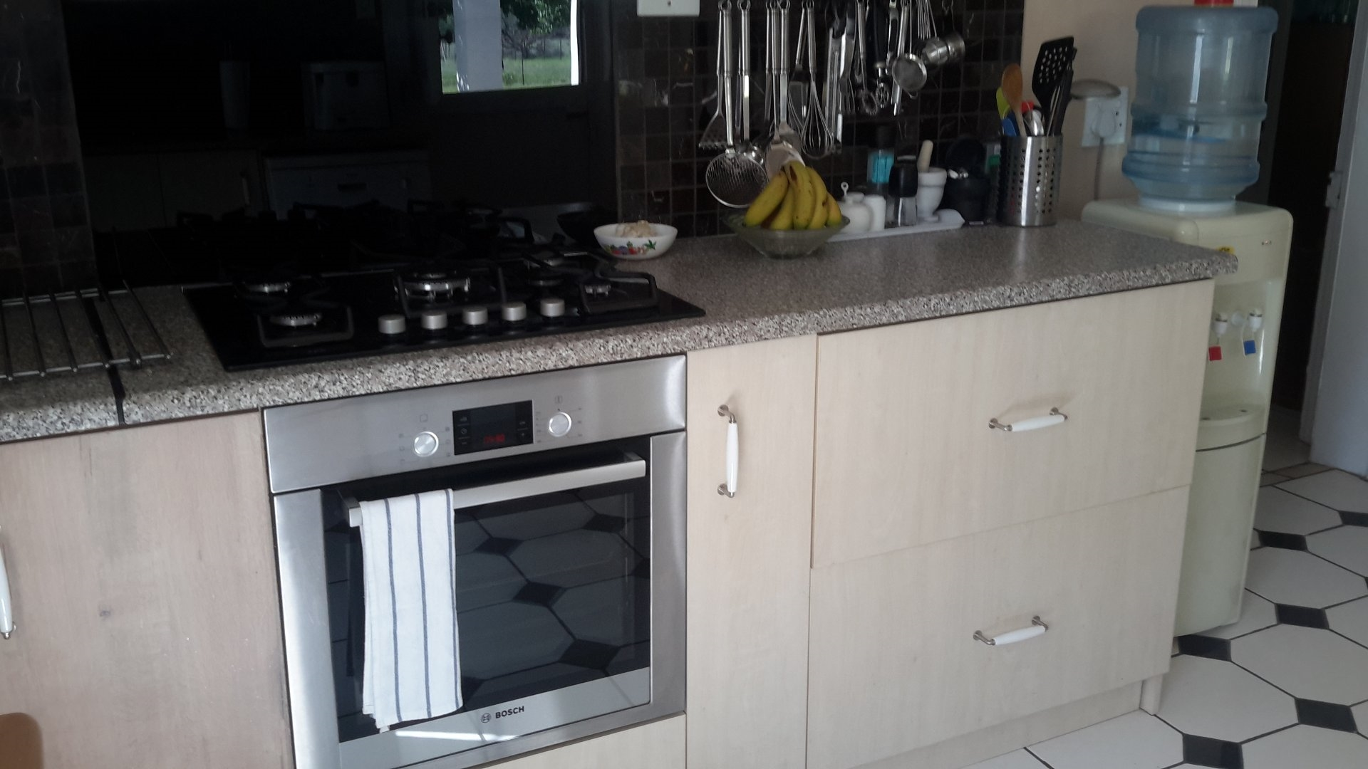 The oven is an electric Bosch and the gas hob an AEG with the fridge being a Samsung