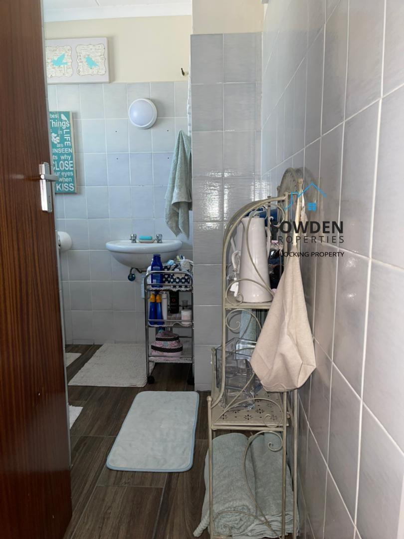 Guest dwelling bathroom