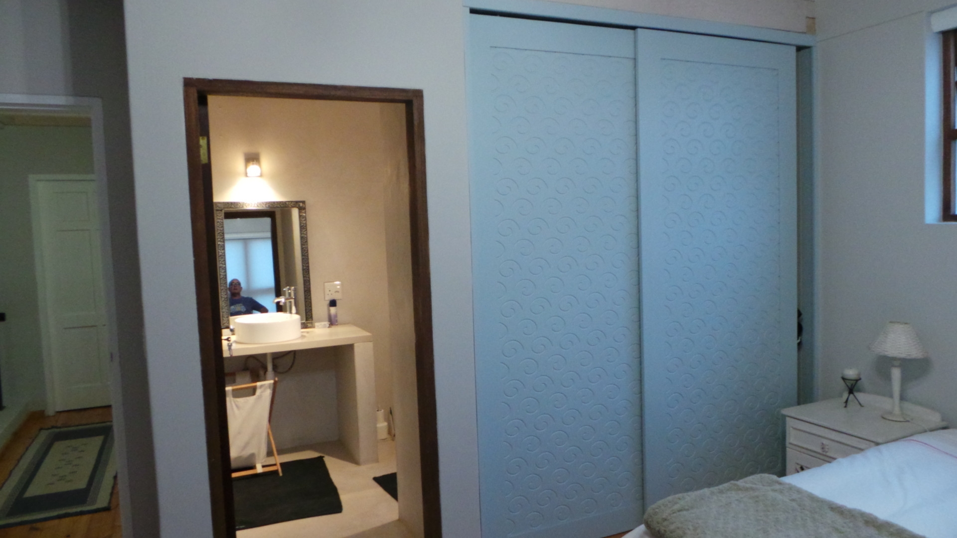 En-suite bathroom and BIC with sliding doors