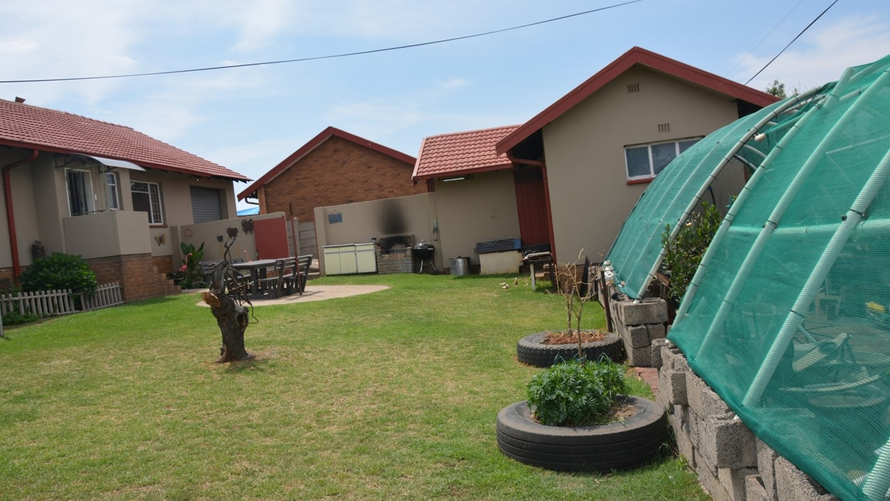4 Bedroom House in Tasbet Park Witbank For Sale for R