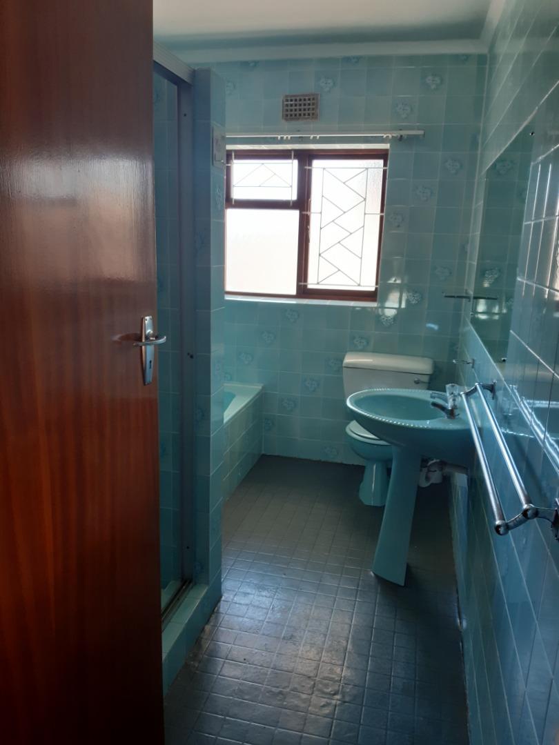 Main bathroom.jpeg
