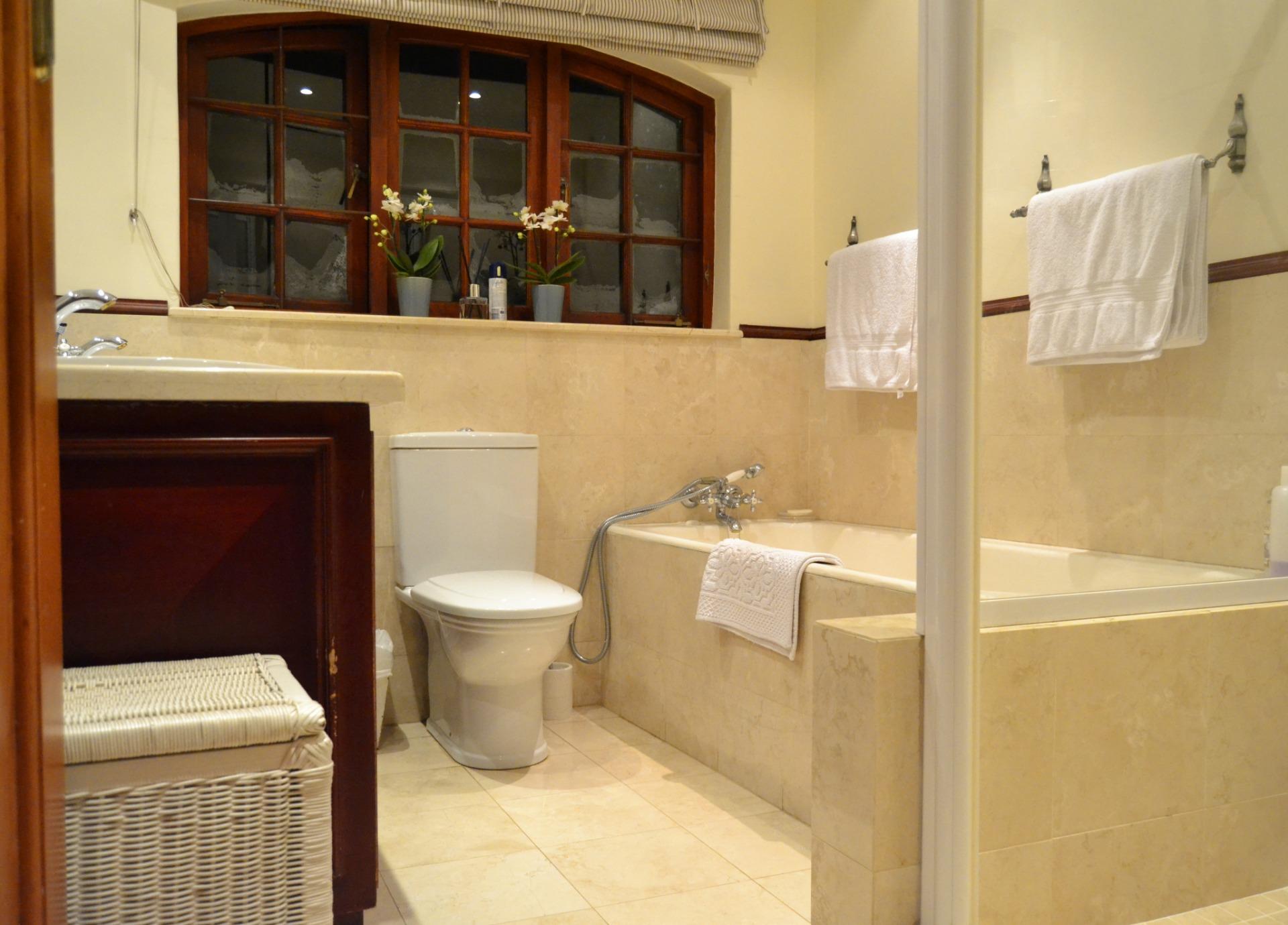2nd bathroom.jpeg