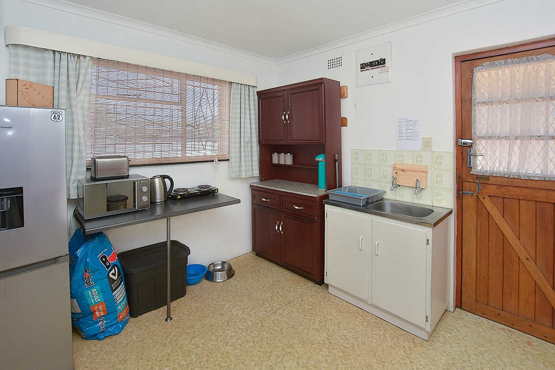 1 Sonskyn Flat Kitchen.jpeg
