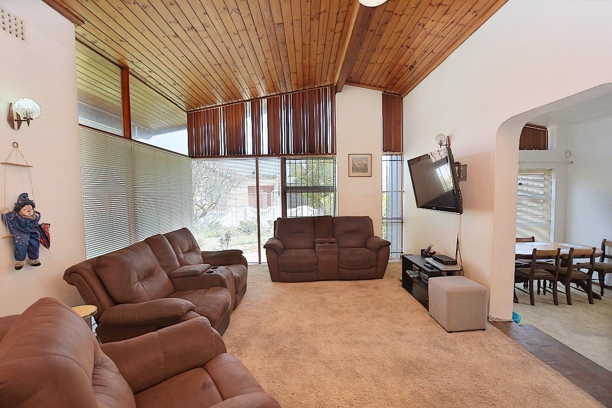 1 Sonskyn Lounge .jpeg