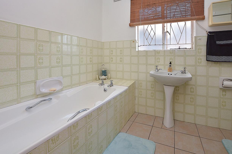 1 Sonskyn Flat Bathroom.jpeg