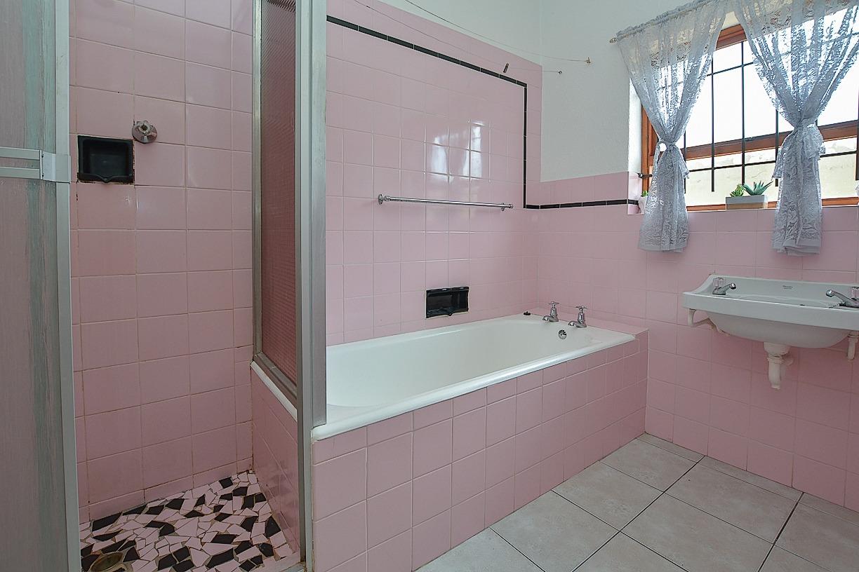 1 Sonskyn Bathroom 2.jpeg