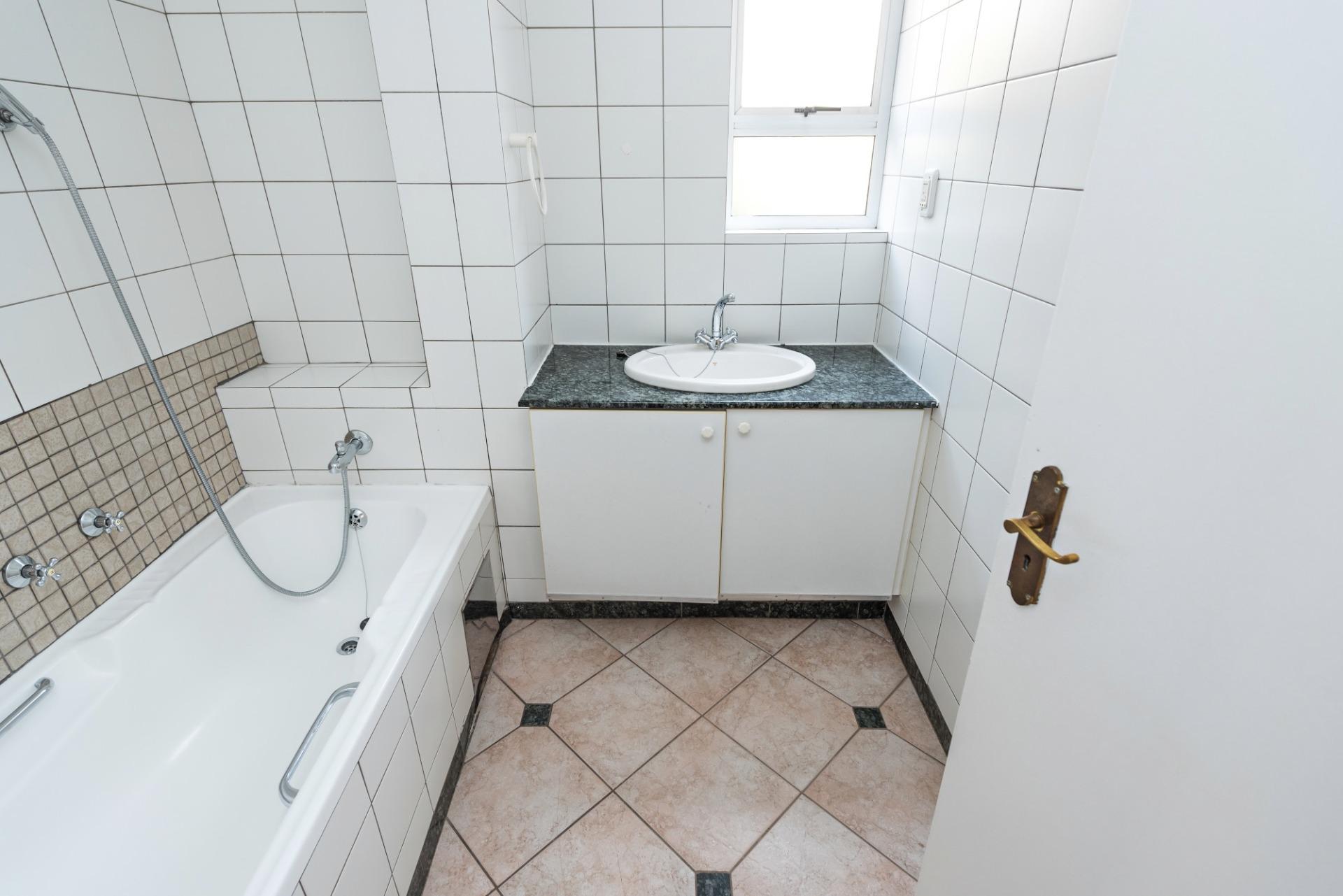 3c the riviera robert guest bath.jpeg