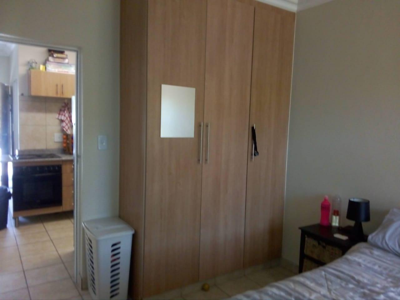 Bed1 Cupboards.jpeg