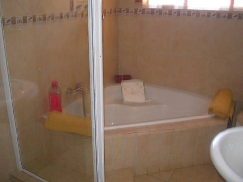 3 Bedroom House for sale in Ou Dorp 371165 : photo#9