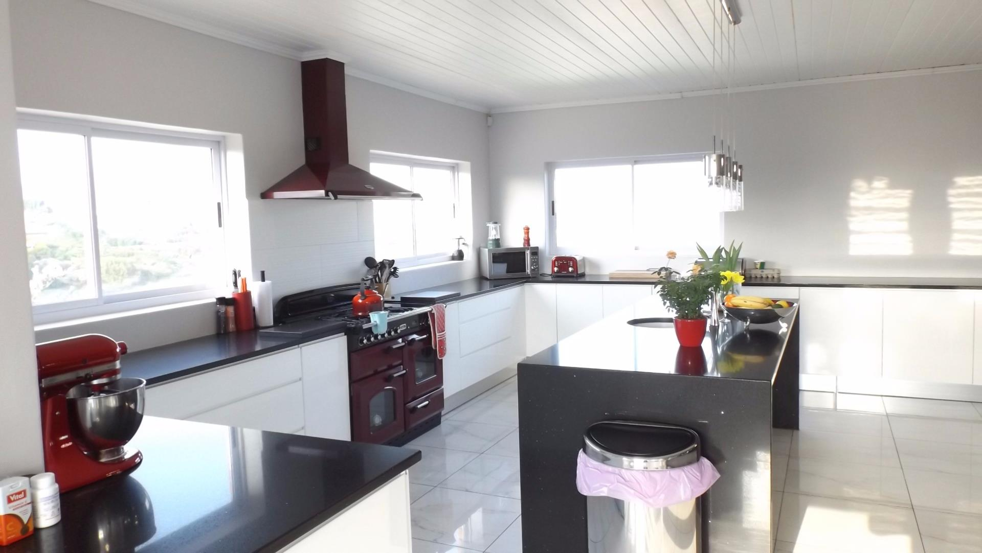 House For Sale In Bettys Bay, Bettys Bay, Western Cape for R 3,995,000